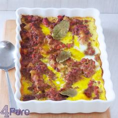 Bobotie a delicious South African casserole with delicious spices. Beef Recipes, Cooking Recipes, Unique Recipes, Ethnic Recipes, Dried Apricots, Lunches And Dinners, Casserole, Spicy, Yummy Food