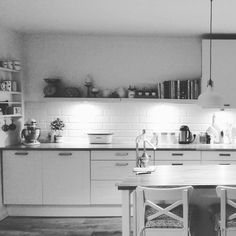 """Dobranoc #nightnight #instaday #ikea #white #wood #kitchen #adel #stenstorp #kitchenaid #white  #black #starydom #dombieląmalowany #homedecor #decoration…"""