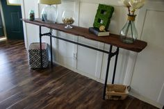 DIY industrial/rustic console table, a simple way to use reclaimed wood and galvanized pipes to make a industrial table fit in the coastal style living room.