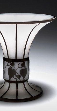 Pokal Bolek, Hans - Lötz Wwe., Klostermühle Bohemia Glass, Frida Art, Czech Glass, Artist At Work, Ceramic Pottery, Wwe, Vases, Thrifting, Flower Arrangements