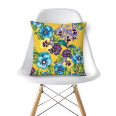 Compre Amor Perfeito II de @westudio em almofadas de alta qualidade. Incentive artistas independentes, encontre produtos exclusivos.