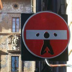Street sign art pieces from Florence artist Clet Abraham. Durham Museum, Urbane Kunst, Street Mural, Street Culture, Street Artists, Graffiti Artists, Street Signs, Mural Art, French Artists