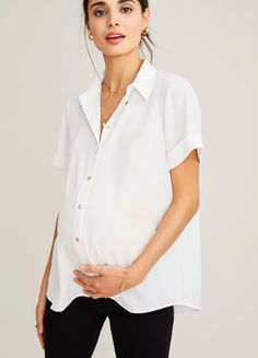 The Savannah Top - Buttondown Short Sleeve Top Casual Maternity Outfits, Maternity Work Clothes, Maternity Skinny Jeans, Stylish Maternity, Nursing Clothes, Maternity Wear, Maternity Tops, Maternity Fashion, Pregnancy Fashion