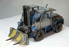 1:35 weathered Forklift model.
