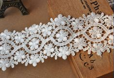 Milk White Venice Lace Trim Floral Flower Lace Trim 2.5 Inch Wide 2 yards    Width: 2.5(6.5cm)    This lisitng is for 2 yards    All the lace are