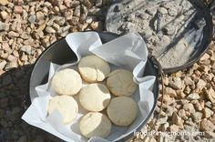 It's getting a little cooler outside so I want to show you how to make the best Dutch oven biscuits ever today! These are so light, flaky and yet moist. Fire Cooking, Cast Iron Cooking, Oven Cooking, Outdoor Cooking, Campfire Desserts, Campfire Food, Campfire Recipes, Best Dutch Oven, Dutch Oven Recipes