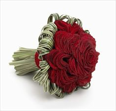 I love this composite bouquet, especially the green fronds. Maybe I can get it in purple....