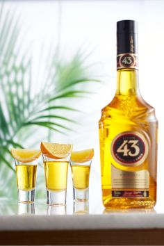 Licor 43 Shots: Pour 1 ounces of Licor 43 in a shot glass and serve with an orange slice. Cocktail Menu, Orange Slices, Cocktails, Drinks, Hot Sauce Bottles, Whisky, Shot Glass, Party Time, Shots