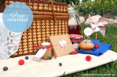 Free Printable: picnic party invitation, tags & circle markers