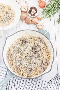All you need is 20 minutes to make this super easy Vegan One Pot Creamy Mushroom Pasta is a handful of simple ingredients! | Click for the recipe