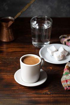 Small Coffee Cups, Turkish Coffee Cups, Coffee Uses, Coffee Type, Sesame Cookies, Espresso Coffee, Coffee Coffee, Coffee Drinks, Coffee Shop