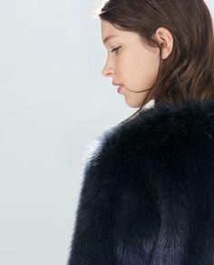 BLOUSON EN FOURRURE SYNTHÉTIQUE de Zara