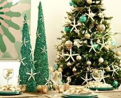 beach holiday decor beach christmas table setting by beth beattie at the party dress