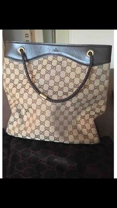 Borsa Gucci in ottime condizioni misura 32/32 cm  Stupenda Gucci tela e pelle marrone ❤❤❤😆