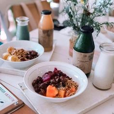 Smoothie bowls and juice for breakfast 🌱🌺 at📍Alchemy - Bali, Ubud, Indonesia ✨ a raw + organic juice bar also serving salads, snacks, desserts, and more! 📸 @3bduiaziz 🐮#happycow
