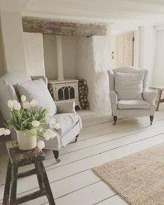 Ideas For Kitchen French Country Farmhouse Style Wood Beams Cottage Lounge, Cottage Living Rooms, My Living Room, Home And Living, Living Room Decor, Cottage Shabby Chic, Country Cottage Interiors, Rustic Cottage, Deco Champetre
