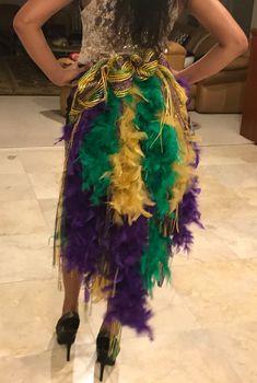 Bid Day fall 2017 -Mardi Gras- Bid Day fall 2017 -Mardi Gras-Classy In The Classroom: Mardi Gras!Classy In The Classroom: Mardi Gras!Mardi Gras Mid Rise Green and Purple Holographic Spandex Leggings. Mardi Gras Outfits, Mardi Gras Costumes, Diy Costumes, Costume Ideas, Cosplay Ideas, Halloween Costumes, Mardi Gras Beads, Mardi Gras Party, Karneval Outfits