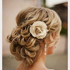 Beautiful wedding hair style!