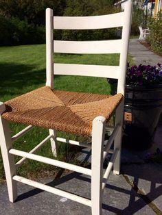 FINN – Hvit jærstol Outdoor Chairs, Outdoor Furniture, Outdoor Decor, Home Decor, Decoration Home, Room Decor, Garden Chairs, Home Interior Design, Backyard Furniture
