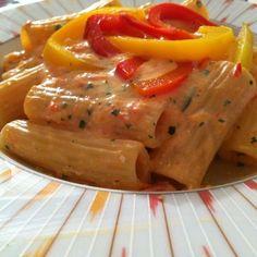 Pasta alla crema di peperoni e ricotta | ricetta