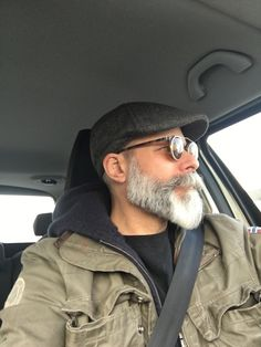 Hot Beards, Grey Beards, Beard Styles For Men, Hair And Beard Styles, Silver Foxes Men, Beard Images, Beard Colour, Bald With Beard, Beard Game