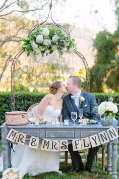 60 romantic vintage sweetheart table ideas 35 - Beauty of Wedding Cute Wedding Ideas, Chic Wedding, Wedding Table, California Wedding Venues, Outdoor Ceremony, Civil Ceremony, Outdoor Seating, Marquee Wedding, Sweetheart Table