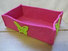Filzkorb, Pink mit grünem Schmetterling, 21x7x13 cm (BxHxT), CHF 13.- Sunglasses Case, Decorative Boxes, Pink, Home Decor, Felting, Do Crafts, Rose, Hot Pink, Pink Hair