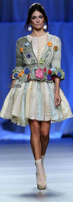 Francis Montesinos 2013 Francis Montesinos Mercedes-Benz Fashion Week Spring and Fall 2013 Knitwear Fashion, Knit Fashion, Fashion Week, High Fashion, Pull Crochet, Knit Crochet, Flower Crochet, Crochet Jacket, Inspiration Mode