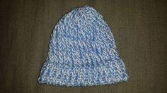 Kleine blauwe gebreide muts. Omtrek 36 cm = maatje babyhoofd € 5,00