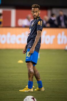 Neymar of Brazil warms up prior to the friendly match between Brazil and the United States at MetLife Stadium on September 2018 in East Rutherford, NJ, USA. Brazil won the match with a score of Get premium, high resolution news photos at Getty Images Tennis Players, Football Players, Football Moms, Neymar Jr Wallpapers, Neymar Psg, Neymar Brazil, Tennis Trainer, Girls Football Boots, Evolution T Shirt