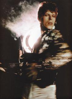 1972 - David Bowie 70s (photo by Brian Ward).