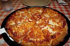 October is National Pizza Month. Are you among the of Americans who regularly eats pizza? Here are fun facts about pizza for National Pizza Month! I Love Pizza, Perfect Pizza, Best Pizza Dough, Pizza Hut, Pizza Food, Pizza Recipes, Cooking Recipes, Pizza Chains, Favourite Pizza