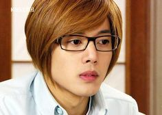 Kim_Hyun_Joong_with_eyeglasses_24072009065319.jpg (400×285)