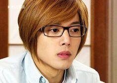 Kim_Hyun_Joong_with_eyeglasses_24072009065319.jpg (400×285)