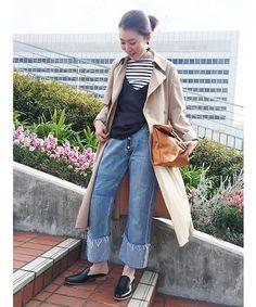 ◆トレンチスタイル  ボーダーのカットソーに、キャミソールを重ねて女性らしさをプラスしました。 とろみ素材のトレンチコートを羽織ることでカジュアルすぎない大人なカッコいいイメージに。