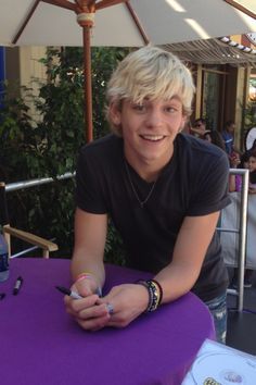 #RossLynch  #Sharpies  #Signing