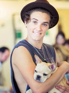 People thought bradley will simpson had brown eyes but looks like he has hazel