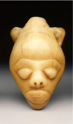 Africa | Pendant mask from the Pende people of DR Congo | Ivory | 19th to 20th century