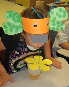 "I think this is the most fun way to wrap up a kindergarten butterfly unit ever. ""The students used their butterfly proboscis (straw) to sip nectar (apple juice) from a flower"" This would be perfect to do when you return from releasing butterflies! Kindergarten Science, Science Classroom, Teaching Science, Science Activities, Panda Activities, Primary Science, Spring School, Pre School, Preschool Crafts"