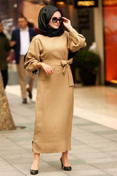 perfect addition to any Muslimah outfit, shop Muslim fashion Nayla Collection - Mustard Hijab Dress . Find more Dresses at Tesetturisland! Hijab Outfit, Hijab Dress, Muslim Fashion, Modest Fashion, Hijab Fashion, Hijab Stile, Modele Hijab, Trendy Swimwear, Sweatshirt Dress