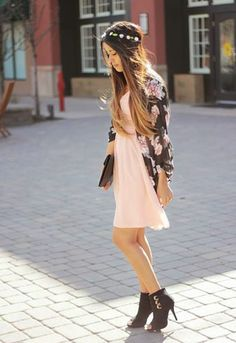Foto: The second look in my Pretty Pastels series with Lulus.com is up on the blog!! A fun, dressy look featuring this pretty peach dress! #lovelulus http://www.auteurariel.com/2014/04/pretty-pastels-with-lulus-look-2.html