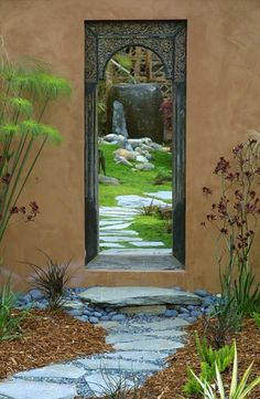 Clever us of a mirror in the garden.