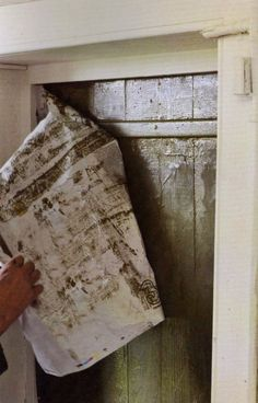 Taken from the French word to rub, Annie Sloan developed this technique to make random texture over 20 years ago. Crumpled newspaper is rubbed over wet slightly dilute paint to make an uneven texture.  Here a subtle effect is achieved using Olive over Duck Egg Blue on a door.