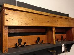 Handmade Reclaimed Pallet Wood Shelf  Entry par CoastalCustomWood