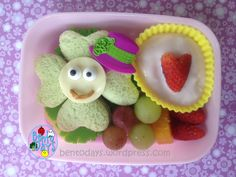 Smiling clover sandwich for early St Pats Day bento