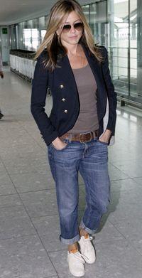 Décryptage look : Jennifer Aniston : son style casual chic Style Désinvolte Chic, Mode Style, Style Me, Simple Style, Classic Style, Jennifer Aniston Style, Jeans Boyfriend, Girlfriend Jeans, Estilo Casual Chic