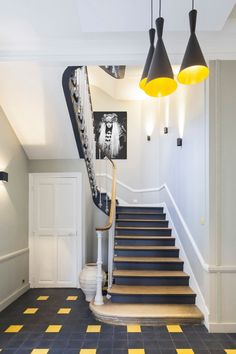 Wood staircase renovation: before-after bluffing renovation Staircase Easy Home Decor, Staircase Decor, New Interior Design, Home, Wood Staircase, European Home Decor, Interior Design Boards, Home Decor, Interior Decorating Styles