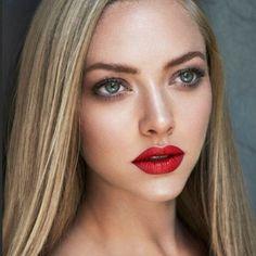 Makeup bold lips