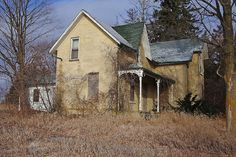 Canada is loosing it's heritage fast.. Vacated sometime around 2001 for the first eastward expansion of the 407 this home still survives in Brougham Ontario.