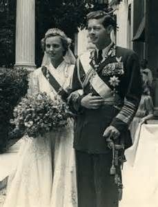 Princess Anne of Bourbon-Parma ( 1923 – and her husband King Michael I of Romania on they wedding day 10 June 1948 in Athens, Greece, They had five daughters. Their union would last sixty-eight years. Royal Wedding Gowns, Royal Weddings, Reine Victoria, Queen Victoria, Michael I Of Romania, Romanian Royal Family, Royal Brides, Royal Jewels, Kaiser